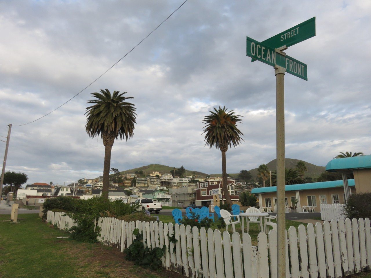 The throw-back surfing town of Cayucos. Love the vintage blue-green paint.