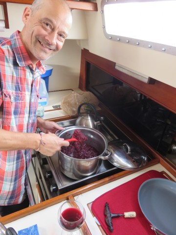 Gregor made red cabbage for Christmas dinner.