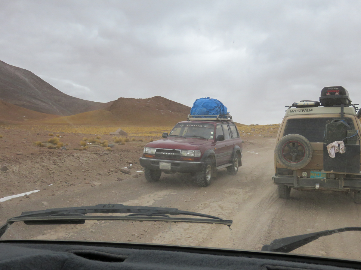 Toyota Land Cruisers shuttling tourists on the Lagunas Route